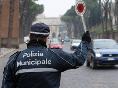 un vigile urbano a milano