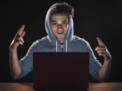 Ha appena 17 anni l'hacker che ha violato gli account Twitter di Bill Gated e Barack Obama